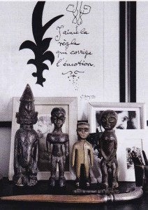 Elle decoration, black and white interiors, monochrome, african figures