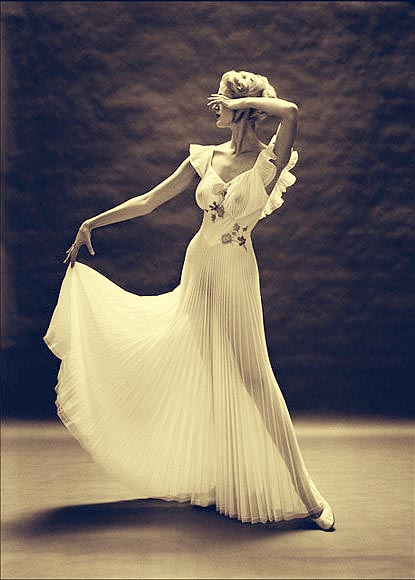 Carmen Dell'Orefice, Mark Shaw,Vanity Fair, Lingerie, Nightgown