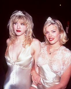 Amanda de Cadenet, Courtney Love, Slips