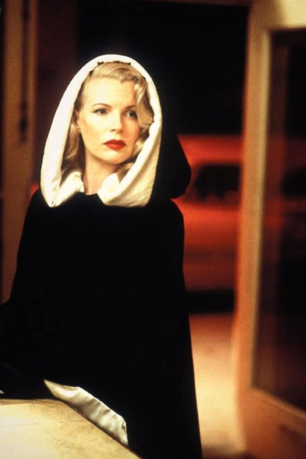 Kim Basinger, Lynn Bracken, Veronica Lake, Black and white cape