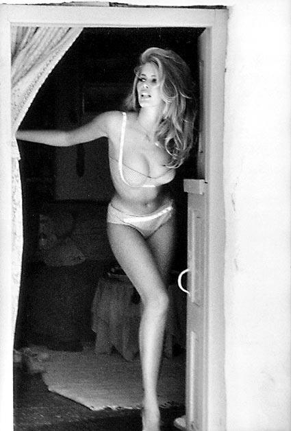 Claudia Schiffer, Guess Campaign, Ellen Von Unwerth, bikini