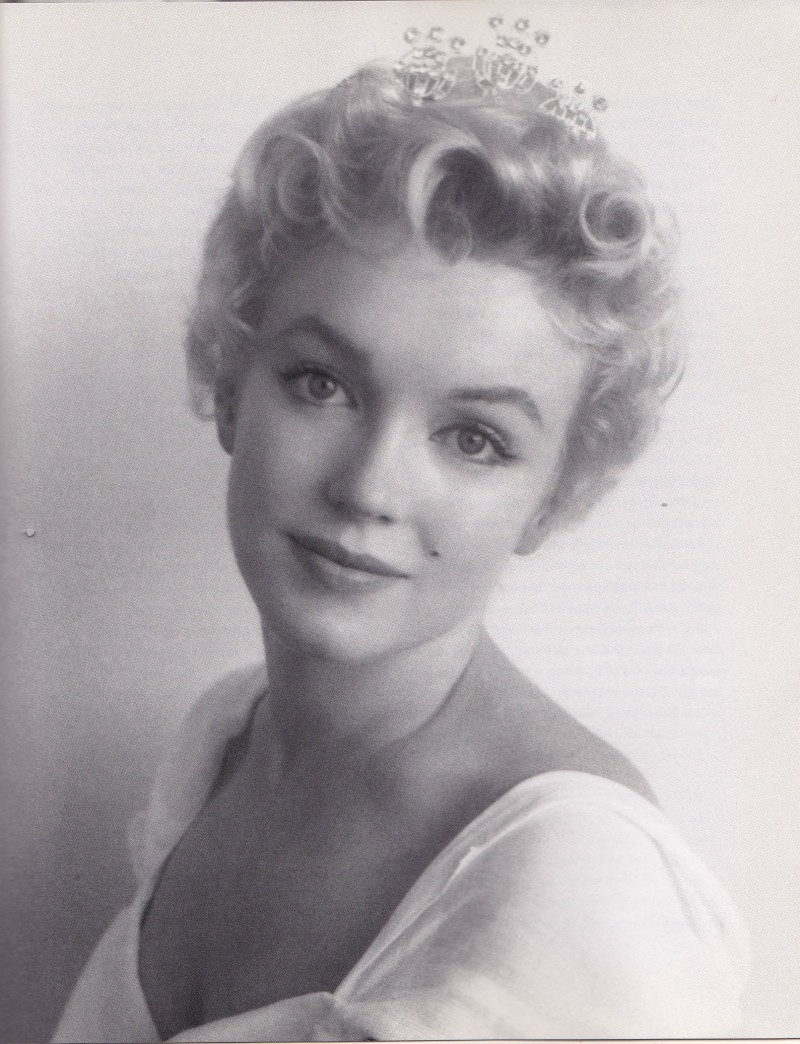 Marilyn Monroe, Prince and Showgirl, black and white shot, defined brows