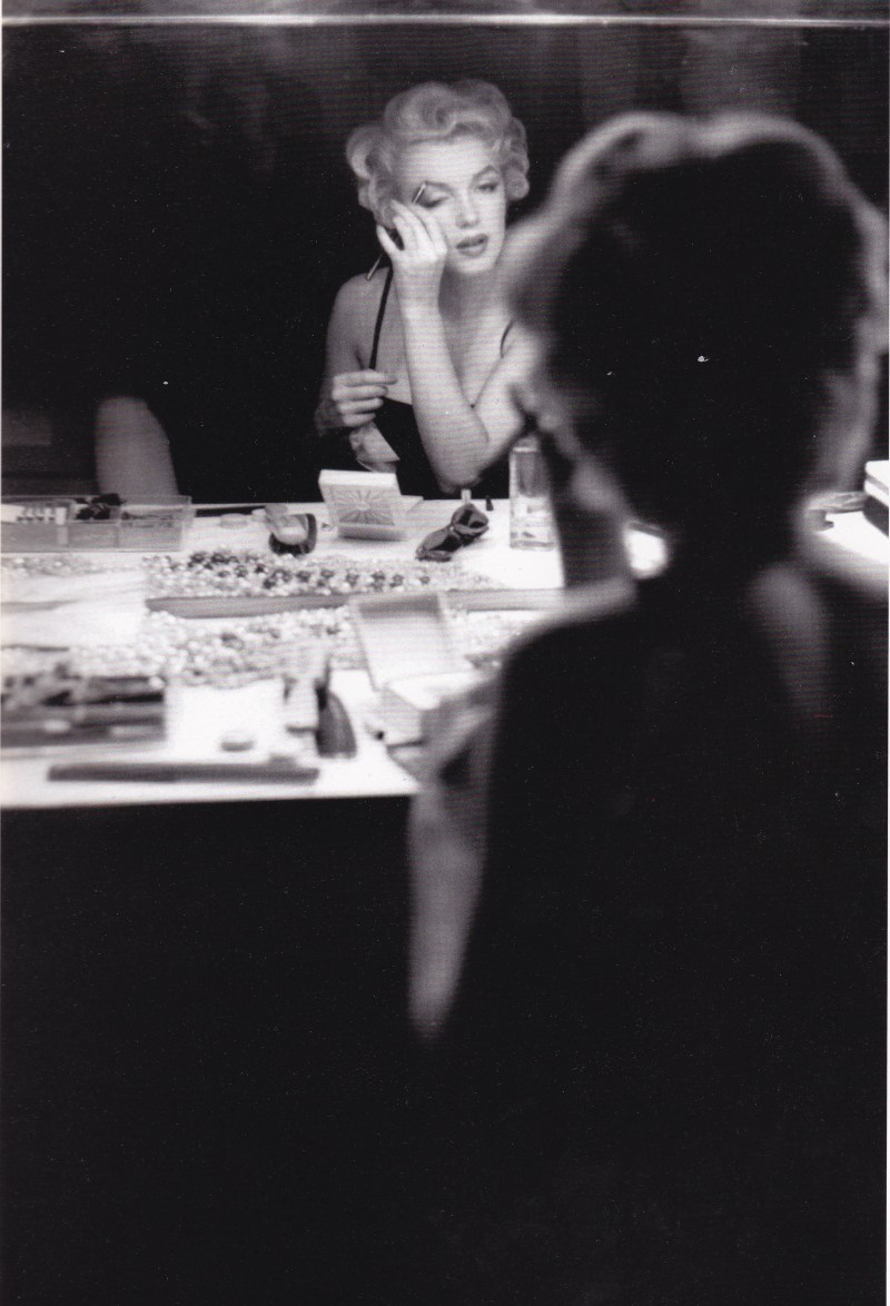 Marilyn Monroe, MIlton Greene, Putting on Makeup
