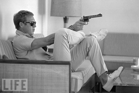 Steve McQueen shooting at home, John Dominis, Life Magazine