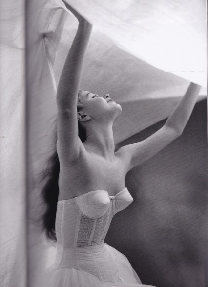 Lillian Bassman, Under the sheet, white basque