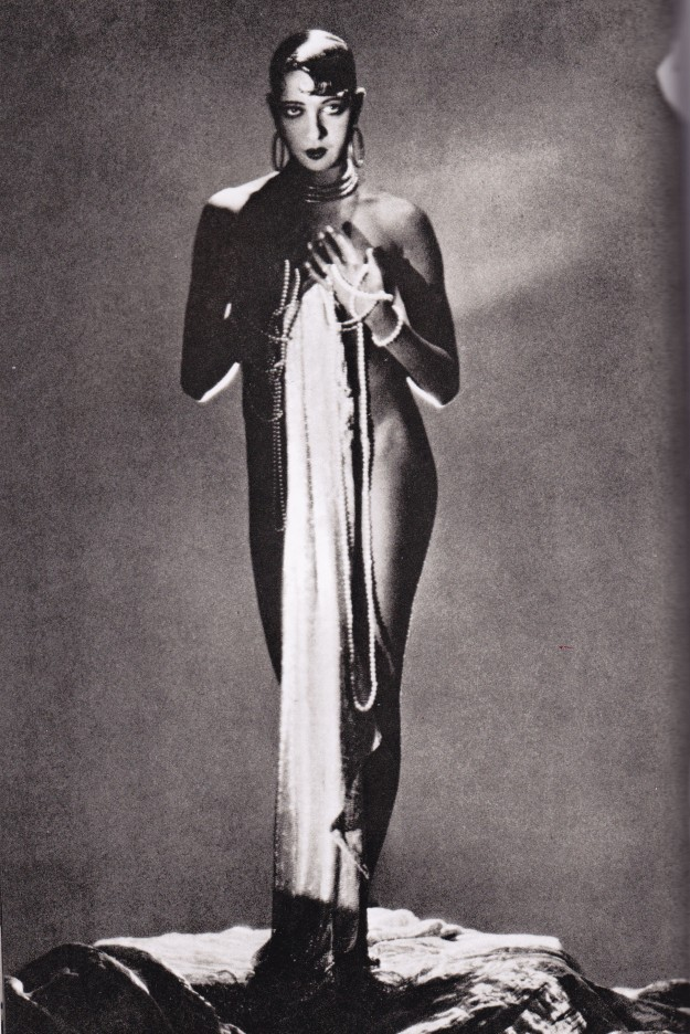 Josephine Baker, George Hoyningen- Huene, pearls and hoop earrings
