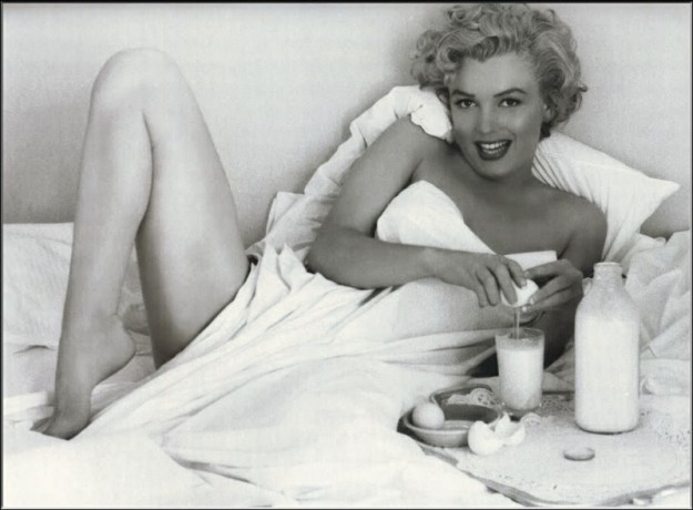 Marilyn Monroe, Milk and Eggs in bed, Playboy