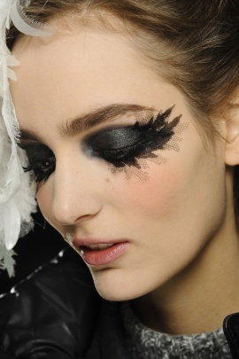 Chanel PreFall 2013, Lace Lashes
