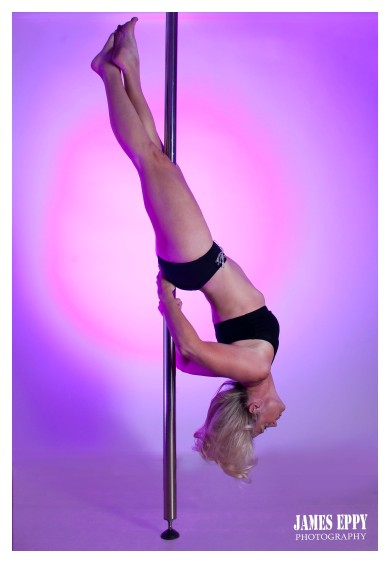Hang back, Pole dancing, Carolyn Everitt