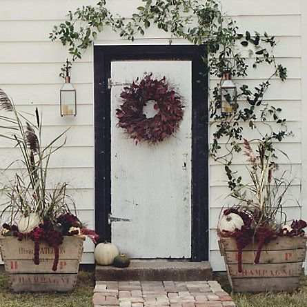 wreath on door, winter arrangement